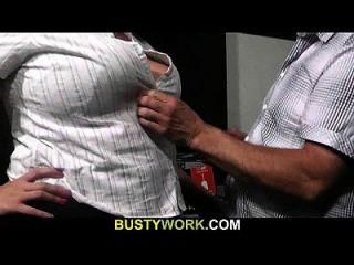 आदमी गर्म BBW बाउंसर seduces