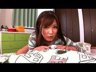 जापानी लड़की उसे जाँघिया में पेशाब