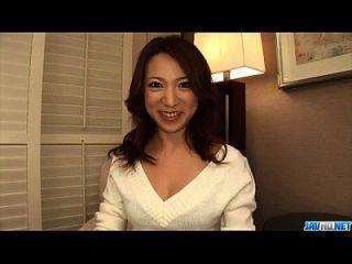 एमेच्योर कानाको त्सुच्यो घुटने के लिए एक बड़ा डांग चूसना