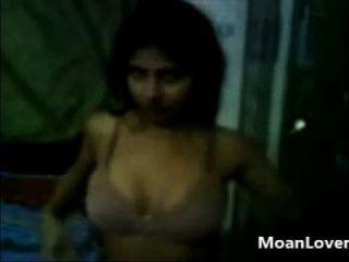 मेरी प्रेमिका ने मुझे अपने सेक्सी शरीर moanlover.com दिखाया