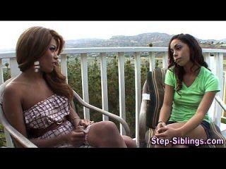 lesbo आबनूस कदम चाटना