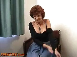 लाल बालों वाली दादी एमआईएलए blowjob