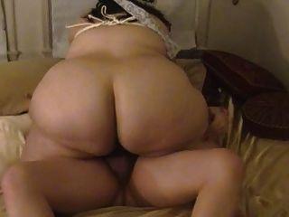 वसा पत्नी बेकार है और बंधे स्तन के साथ Fucks