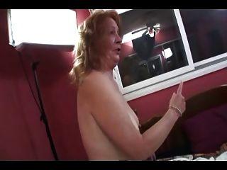 दादी वार्ता और वार्ता चिपचिपा Blowjob के लिए दांत बाहर ले जाता है