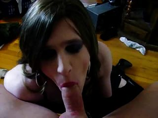 शौकिया किन्नर सेक्सी blowjob देता है