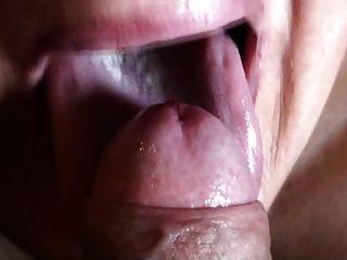 निगल भारी क्रीम के साथ blowjob के ऊपर बंद