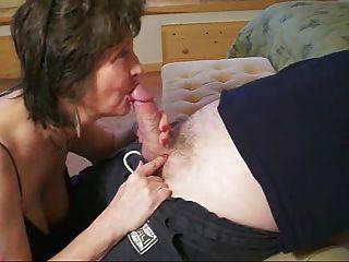 दादी कैसे एक blowjob देने के लिए जानता है