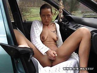 शौकिया गृहिणी बेकार है और सह शॉट के साथ उसकी कार में fucks