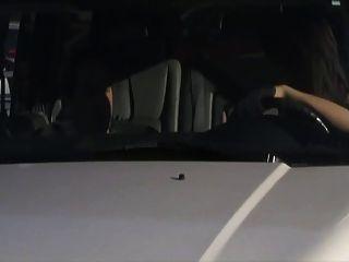 कार में गर्म blowjob