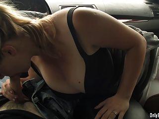 सिमा एक कार में मुर्गा पर बह
