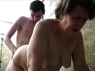 रूसी दादी और युवक