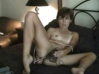 शौकिया परिपक्व बालों milf माँ एकल dildo के खिलौने के साथ masturbating