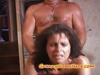 दो grannies गड़बड़ हो और सह नौका पर कवर