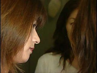 सबसे अच्छा 3 जापानी लड़कियों जीभ चुंबन सेक्स दृश्य