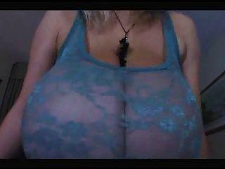 बहुत बहुत बड़ा प्राकृतिक स्तन के साथ गर्म गर्म