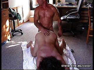 मोटा शौकिया पत्नी फर्श पर गड़बड़