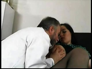 गर्भवती स्टेला उसके बूढ़े डॉक्टर ... F70 गड़बड़