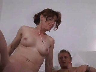 माँ के साथ जर्मन लड़का