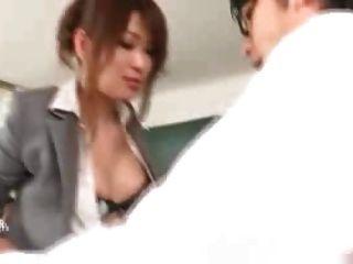 जापानी शिक्षक अपने छात्रों और शिक्षकों को 1 द्वारा गड़बड़
