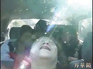 नानी एशियाइयों बस में