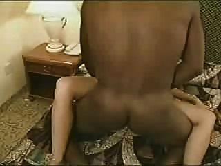 गर्म असली पत्नी शादी की अंगूठी licks पर काले प्रेमी सह इसे तो वह उसे पीटी 2 creampies है