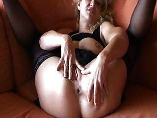 जर्मन शौकिया परिपक्व masturbates