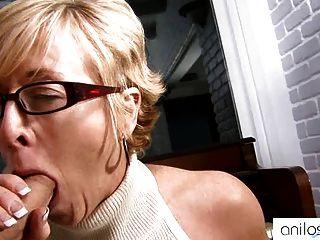 गर्म दादी seduces छात्र