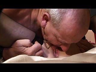 दादी और दादा अभी भी बिस्तर कार्रवाई प्यार