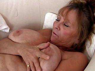 सेक्सी दादी Masturbating