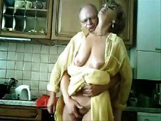 माँ और पिताजी रसोई में मज़ा आ रहा है।चोरी की वीडियो