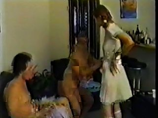चाची लड़का और लड़की को शिक्षित
