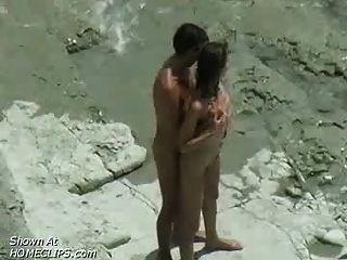युगल कमबख्त: समुद्र तट voyeur वीडियो