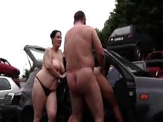 पिताजी बकवास माँ और किशोरों की लड़की आउटडोर