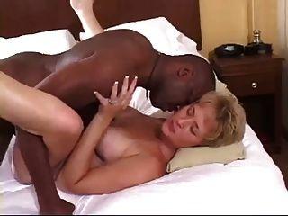 Skanky सफेद पत्नी बीबीसी क्रीम पाई लेता है