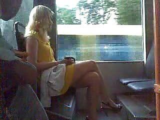 पुरुष सार्वजनिक में masturbates (2)