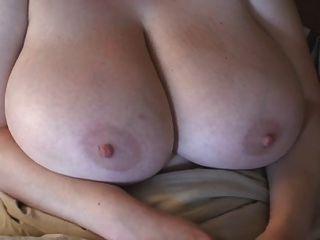 विशाल स्तन के साथ एक रेड इंडियन-बीबीडब्ल्यू एमआईएलए