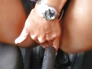 कार के साथ जर्मन लड़की हस्तमैथुन