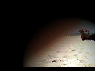 नग्न समुद्र तट पर दिखावटी पत्नी लाना चिढ़ा!
