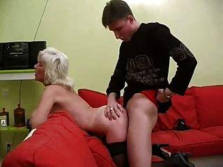 Saggy स्तन के साथ नानी के Inga Snahbrandy द्वारा गड़बड़ हो जाता है