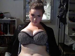 बड़ा खूबसूरत औरत उसे महान शरीर से पता चलता ...
