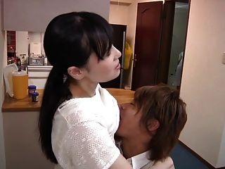 युवा पत्नी और युवा माँ-in-law दृश्य 11 (सेंसर)