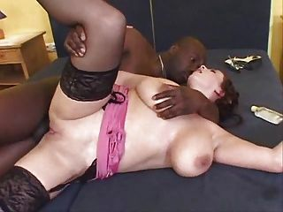 गुदा और बड़े स्तन
