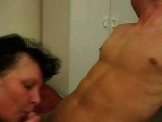 फेम Mure Brune avec Jeune Homme