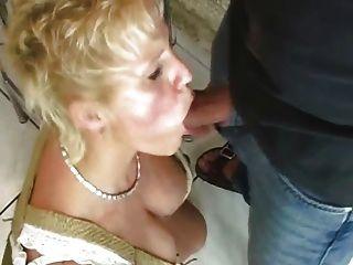 अजनबी के साथ कमबख्त परिपक्व महिला