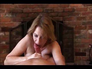 माँ कुछ हाथ और मुँह राहत देता है!