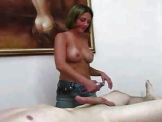 मालिश एक्स्ट्रा कलाकार