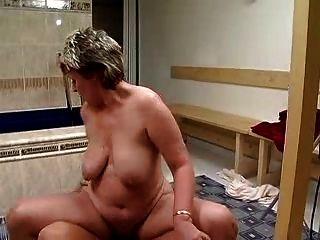 जर्मन दादी कट्टर