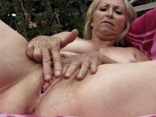 मेरी प्यारी grannies 02 (पागल हस्तमैथुन !!!)
