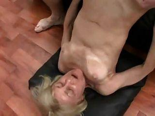 Snahbrandy द्वारा त्रिगुट सेक्स में सुनहरे बालों वाली दादी