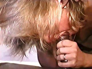 सेक्सी उच्च ऊँची एड़ी के जूते में गर्म परिपक्व बैंग्स बीबीसी